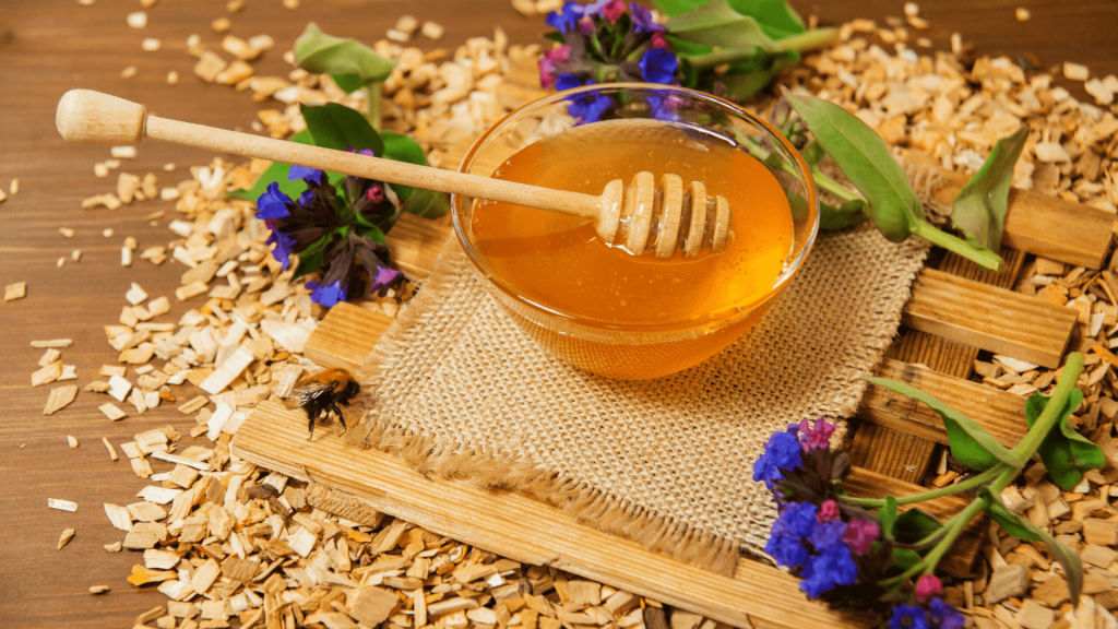 Fake honey has become a common thing in today's stores, despite the preference of many for 100% honey bees. I recommend using these 8 methods to find out whether honey is pure or not.
