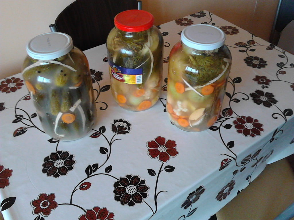 Assorted pickles are the tastiest and suitable salad on cold winter days and beyond. The advantage of the assorted pickles is that it is wonderful to season with any kind of dish, being ideal alongside the fatty and spicy steaks that beautify the meals in the cold season