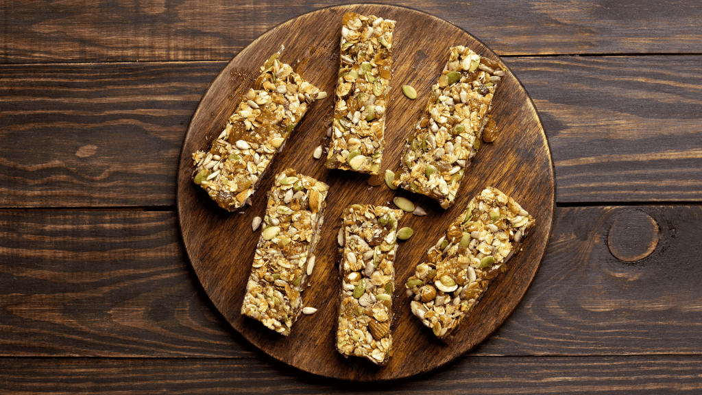 These almond bars stuffed with dates are a healthy dessert, which we can prepare very quickly at home, they are very tasty, also, are gluten-free.
