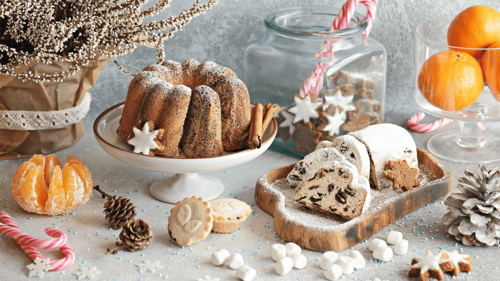 Desserts are one of the most important aspects of the Holiday table. Christmas would not be Christmas without the scent of homemade cakes. I thought I would recommend 3 delicious traditional Romanian desserts that I tried, only good to sweeten your loved ones.