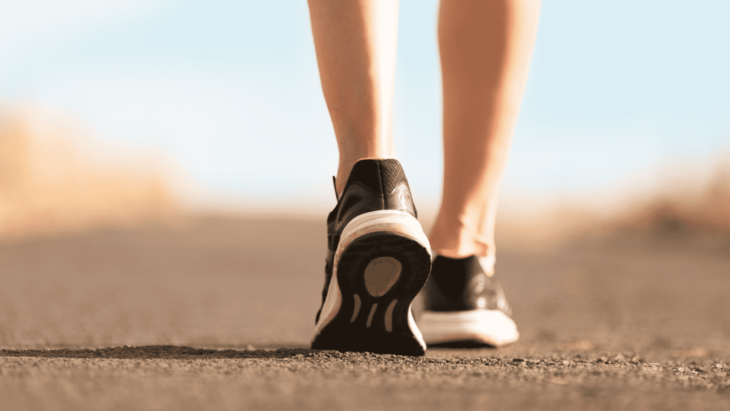 Walking is an excellent exercise that contributes, among other things, to burning excess calories and improving cardiovascular health, being recommended to people of all ages.